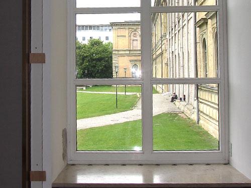 Alte_Pinakothek_Innen_Fenster_Aussicht_120528-webH
